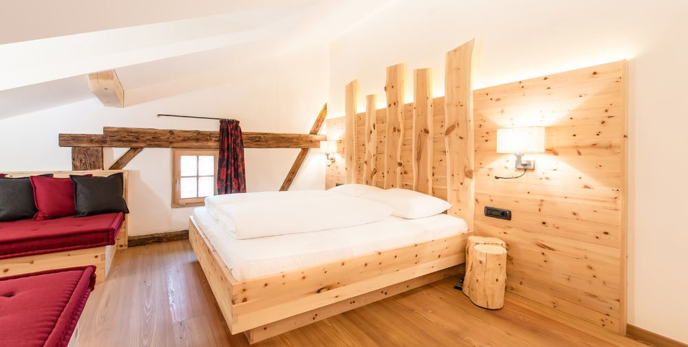 Holiday in the Dolomites: cozy hotel rooms in Val Gardena